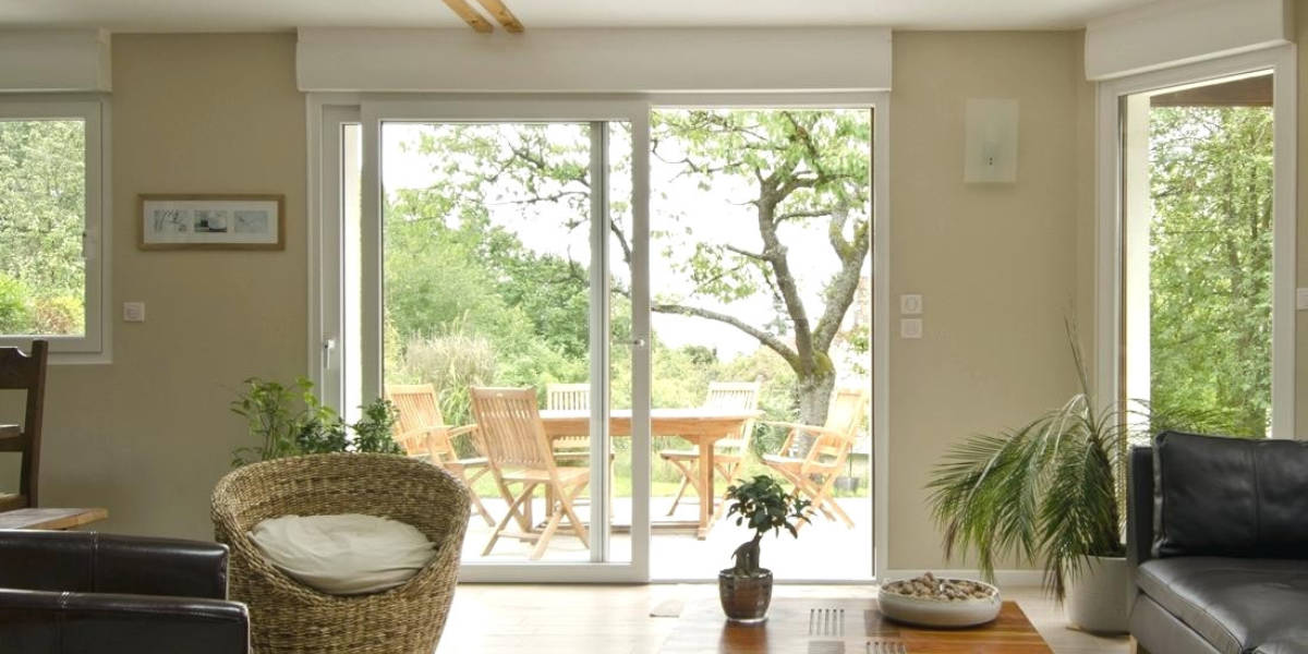 Que choisir entre le PVC et l'alu pour une baie vitrée ?