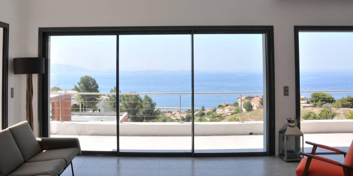 Quelle est la hauteur standard d'une baie vitrée ?