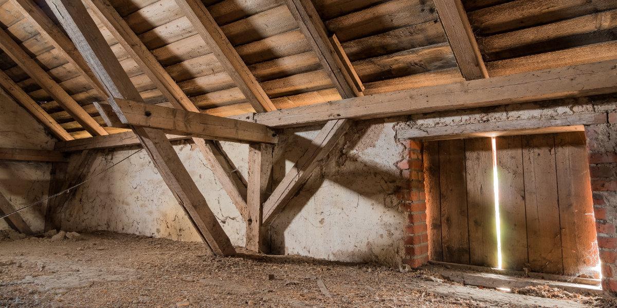 Isolation des combles perdus d'une maison ancienne