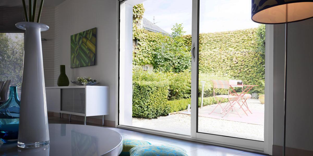 Remplacer une porte fenêtre par une baie vitrée à galandage