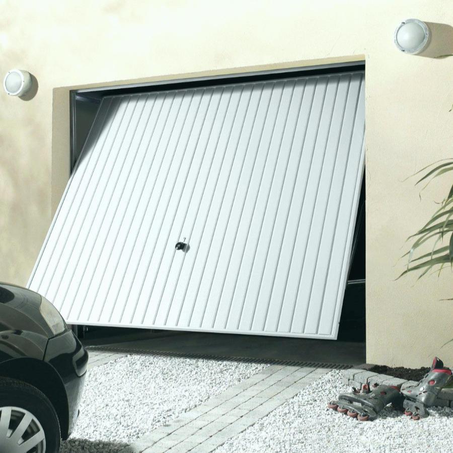 La porte de garage basculante est la plus populaire et également le plus simple