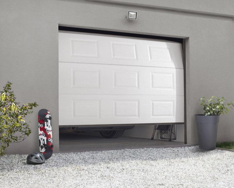 Porte de garage électrique avec ouverture par télécommande radio